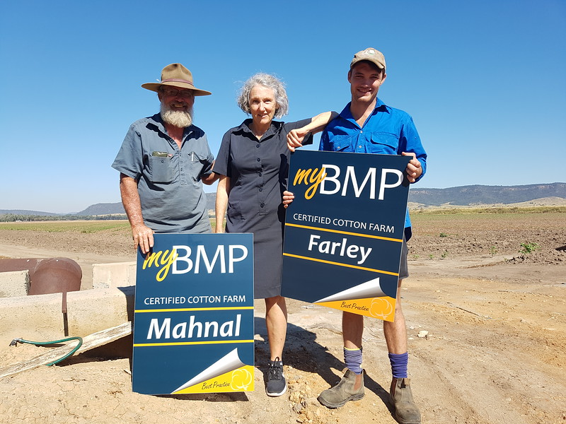 Trevor, Lea and Fraser Brownlie with their myBMP signs for property's 'Manhal' and 'Farley'..jpg