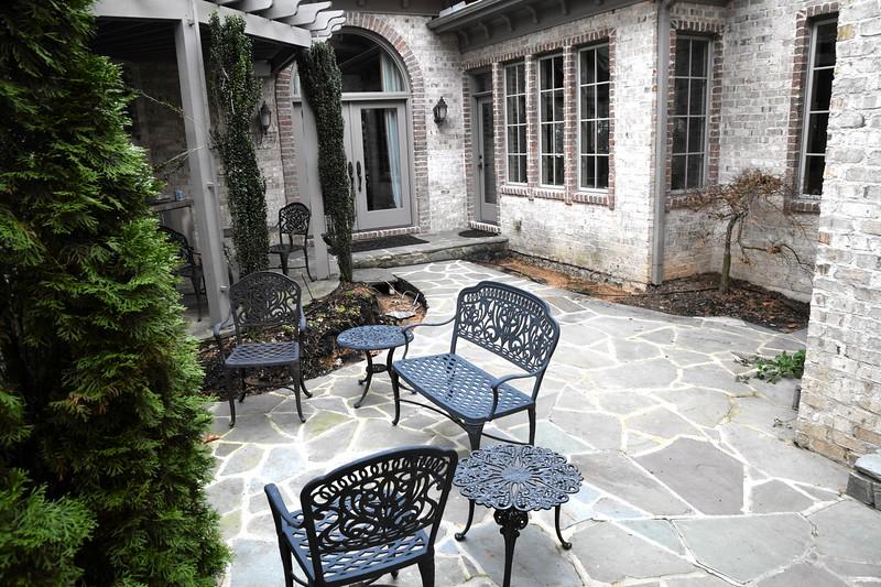 courtyard_makeover02.jpg