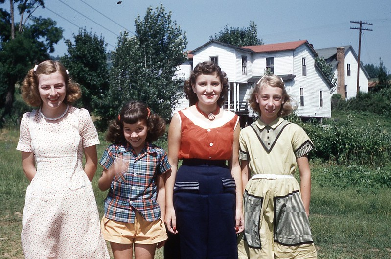 1954 - Intermerdiate Girls - DVBS Stickleyville.jpg