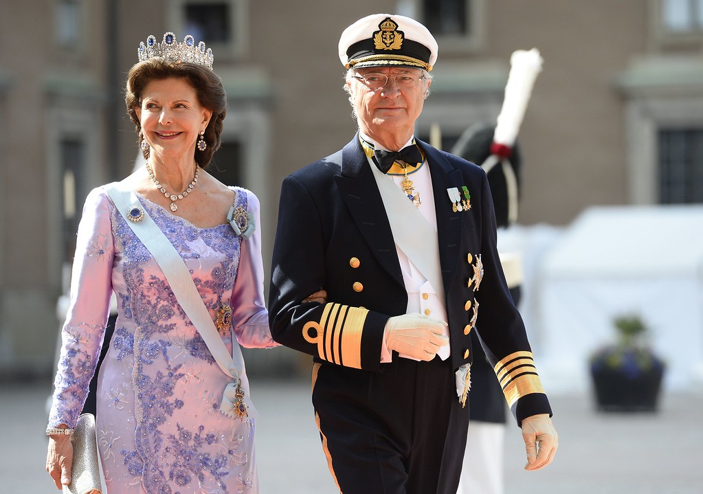 . Sweden\'s Queen Silvia (L) and Sweden\'s King Carl XVI Gustaf arrive for the wedding of Sweden\'s Crown Prince Carl Philip and Sofia Hellqvist at Stockholm Palace on June 13, 2015. AFP PHOTO / JONATHAN  NACKSTRAND/AFP/Getty Images
