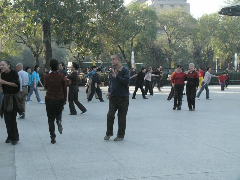 20051016_1615 Dancing by the West Gate (Xi Men)