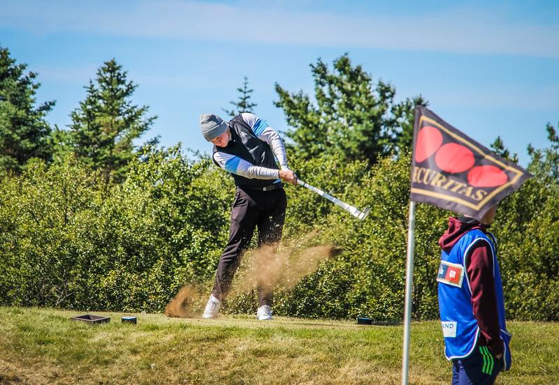 Hákon Örn Magnússon, GR á 2. teig á Garðavelli.  Mynd/seth@golf.is