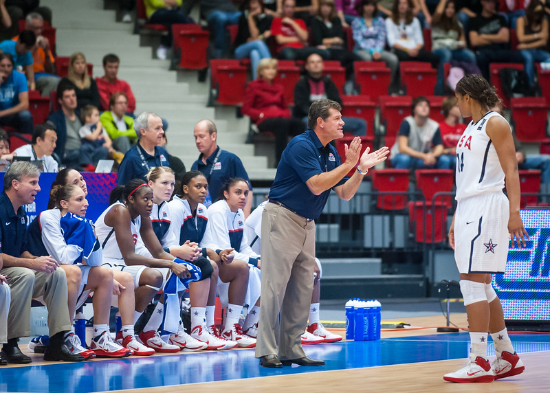 Team USA head coach Geno Auriemma, Maya Moore