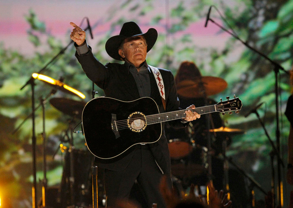 """. George Strait performs \""""Give It All We Got Tonight\"""" at the 48th ACM Awards in Las Vegas, April 7, 2013.  REUTERS/Mario Anzuoni"""