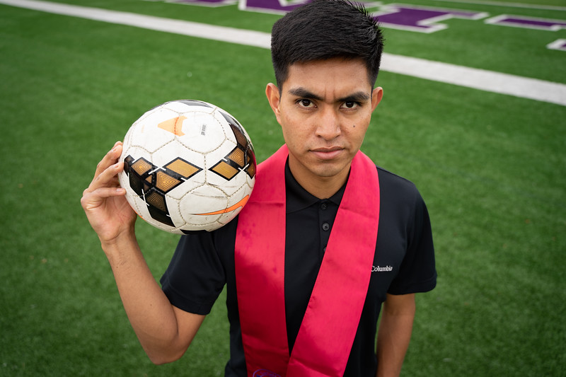 1905_15_efrain_senior_pictures-03694.jpg