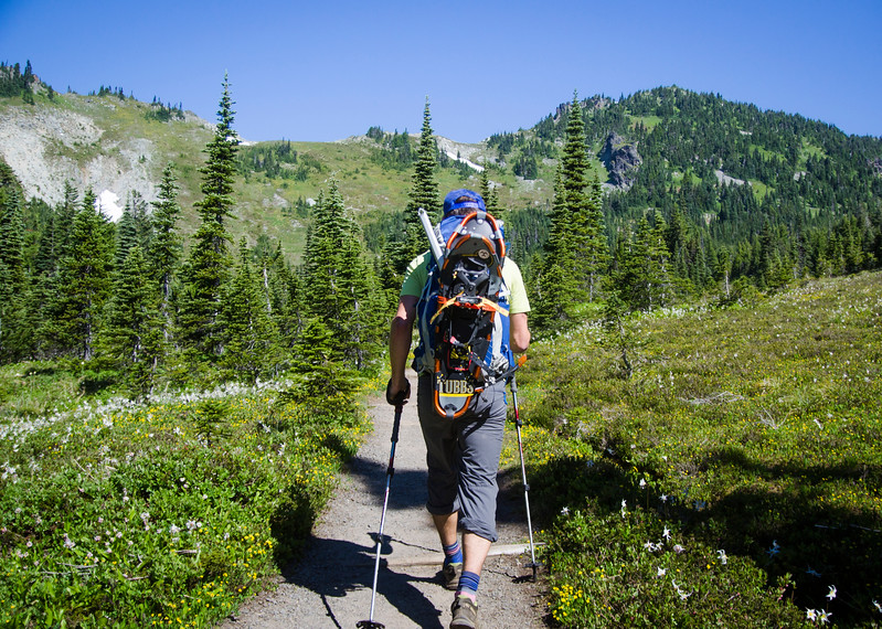 tubbs-snowshoes-hiking-alpine-meadows-russell-glacier-pnw.jpg