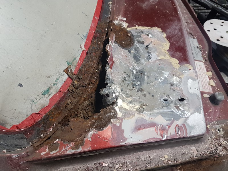 """Typical facelift XJS scuttle rot. Water has got past the horrible fibreglass """"repair"""" and started rotting the structural panel below"""