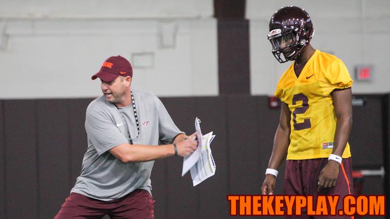 Offensive coordinator Scot Loeffler (left) talks with Freshman QB Dwayne Lawson (2) about handoff technique. (Mark Umansky/TheKeyPlay.com)