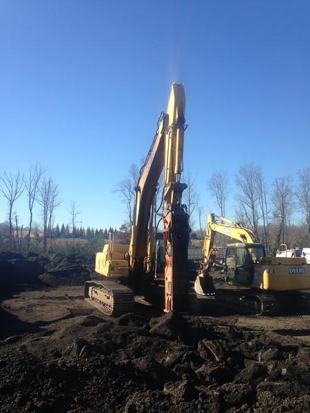 NPK GH18 hydraulic hammer on Deere 330C LC excavator (3).JPG