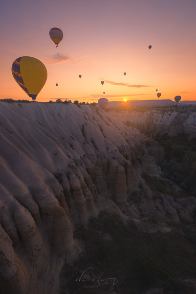 cappadocia-ballon-in-the-valley.jpg