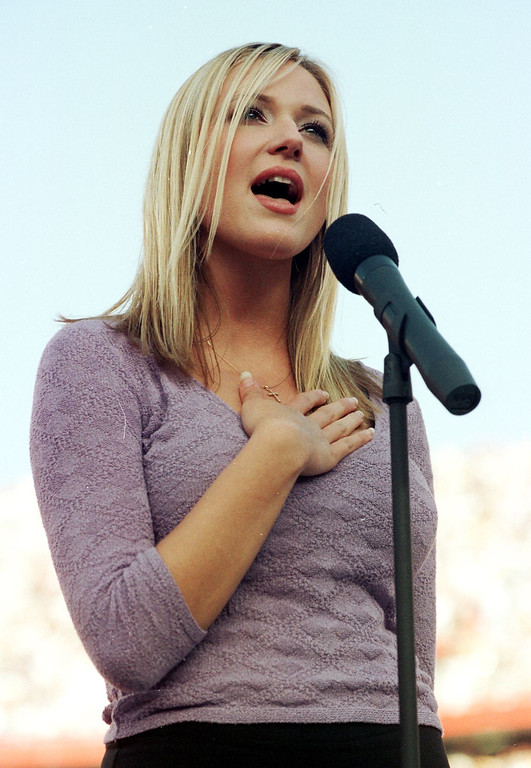 """. US folk singer Jewel performs the US national anthem \""""The Star Spangled Banner\"""" 25 January before Super Bowl XXXII at Qualcomm Stadium in San Diego, CA.  The defending champion Green Bay Packers are playing the Denver Broncos.  (ROBERT SULLIVAN/AFP/Getty Images)"""