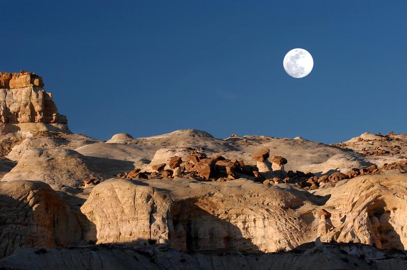 hoodoo w moon 4.jpg