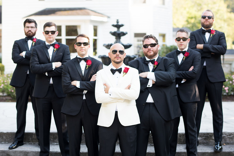 groomsmen-sunglasses (16 of 20).jpg