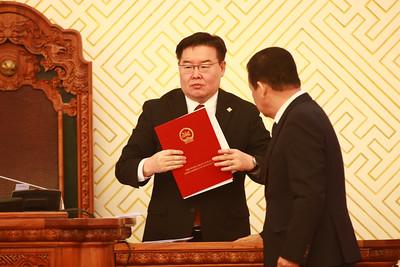 Монгол Улсын Үндсэн хуульд оруулах нэмэлт, өөрчлөлтийн төслийг өнөөдөр өргөн барилаа