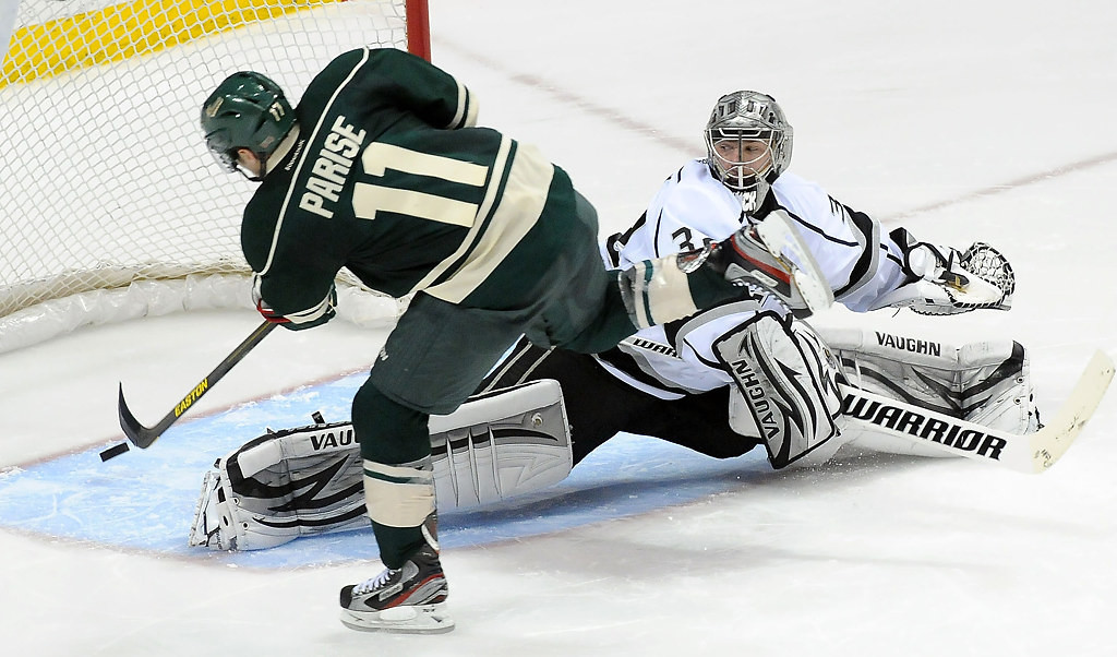 . Minnesota Wild Zach Parise (11) scores on Los Angeles Kings goalie Jonathan Quick (32) during the shootout.  (Pioneer Press: Sherri LaRose-Chiglo)
