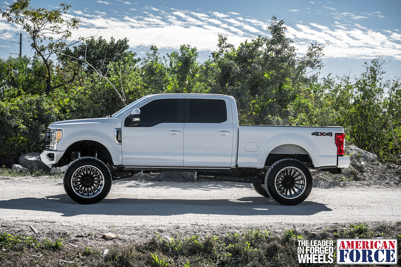 Champion4x4-Juan.S-White-2017-Ford-F250-Polish-Black-24x14-Tactical-Crown-WEB-180131-DSC00232-53.jpg