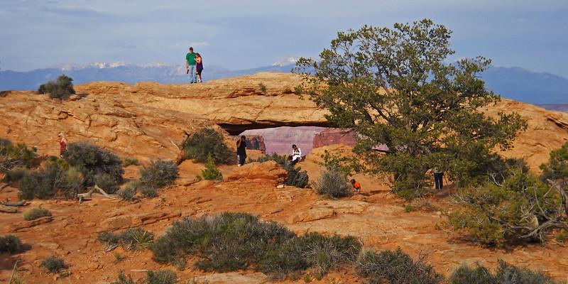 Mesa-Arch-far.jpg