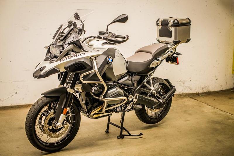 BMW Top case.jpg