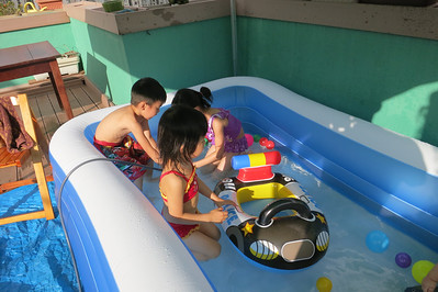 Mini Water Park@Uncle Keith's Home (24 May 2014)