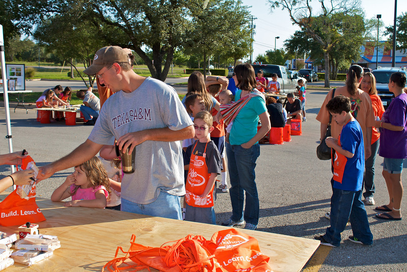 Kids Workshop at Home Depot - 2010-10-02 - IMG# 10-005257.jpg