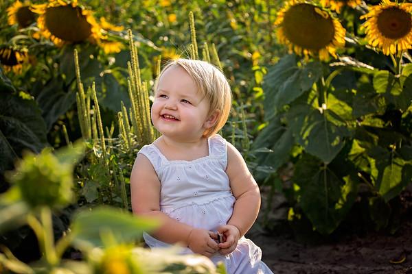 Shutterclub & Grace In Sunflower Field