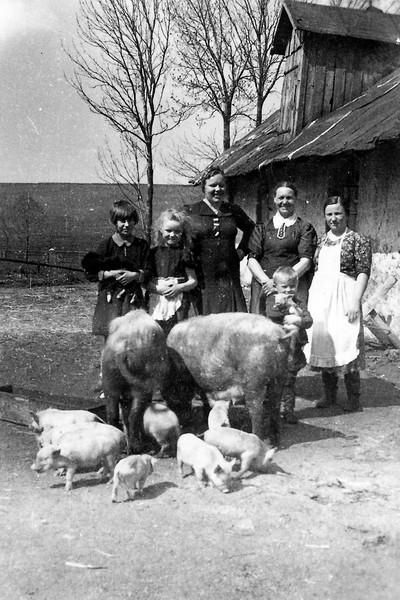 Wolochisk, Ukraine - neighbor, Lydia, Rosalia Todositchuk, Berta Steinke, Hanka