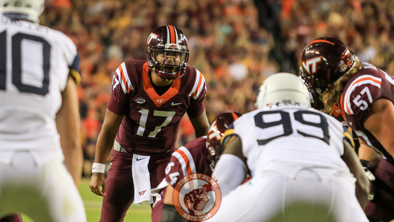 QB Josh Jackson shouts out a play call to his offensive line with goal to go. (Mark Umansky/TheKeyPlay.com)