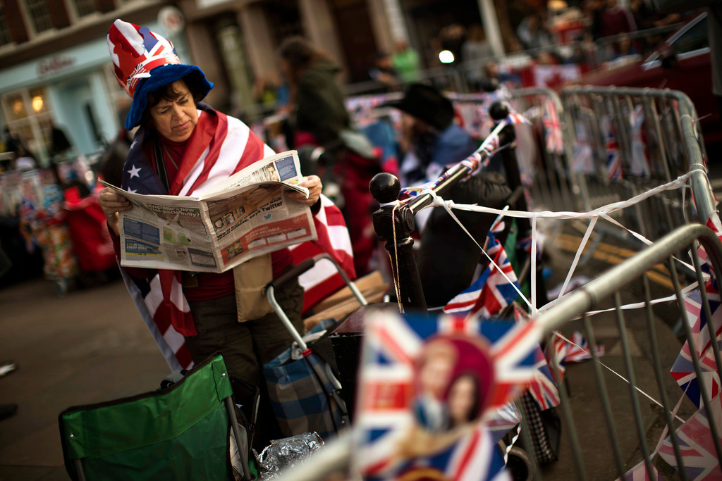 . A woman reads a newspaper outside Windsor Castle, England, Thursday, May 17, 2018. Preparations continue in Windsor ahead of the royal wedding of Britain\'s Prince Harry and Meghan Markle on Saturday May 19. (AP Photo/Emilio Morenatti)