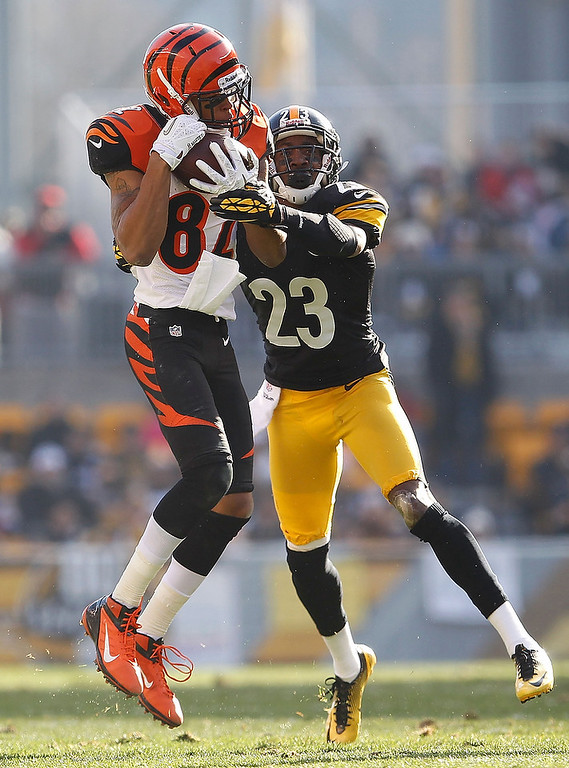 . Jermaine Gresham #84 of the Cincinnati Bengals makes a second quarter catch in front of Keenan Lewis #23 of the Pittsburgh Steelers at Heinz Field on December 23, 2012 in Pittsburgh, Pennsylvania. (Photo by Gregory Shamus/Getty Images)