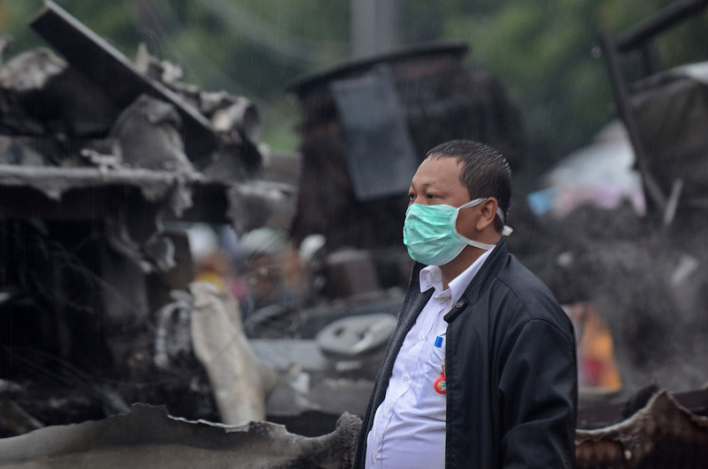 . A rescue worker looks on at the site of the train wreck on December 9, 2013 on the outskirts Jakarta, Indonesia. A commuter train collided with a vehicle reportedly carrying liquefied gas canisters at around 11:20am local time. At least five people are reported dead.  (Photo by Nurcholis Anhari Lubis/Getty Images)
