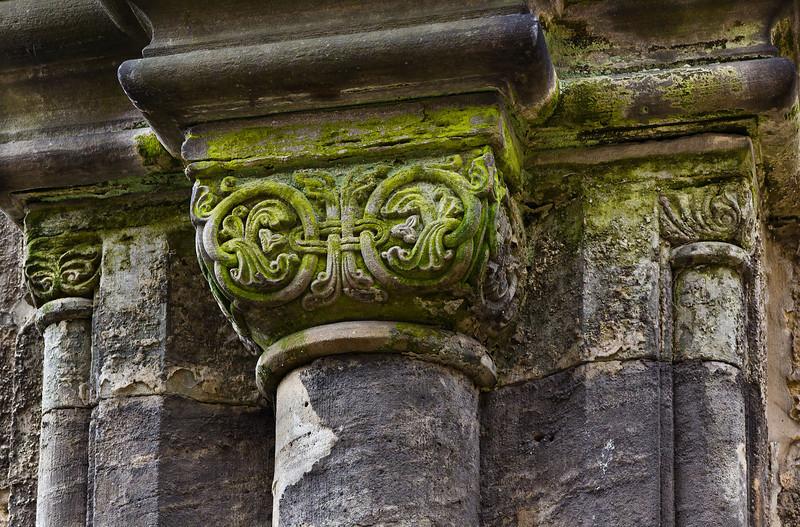 Thalbürgel, ehem. Klosterkirche. Westl. Vorhalle: Kapitell an Westwand