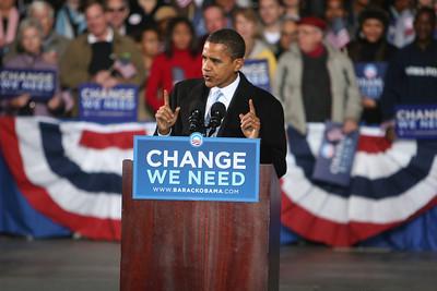 Barack Obama speaks at the Verizon Wireless Virginia Beach Amphitheater