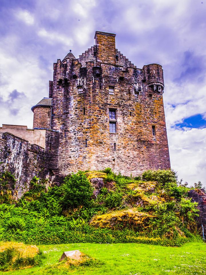 苏格兰艾琳多南城堡(Eilean Donan castle),高高耸立