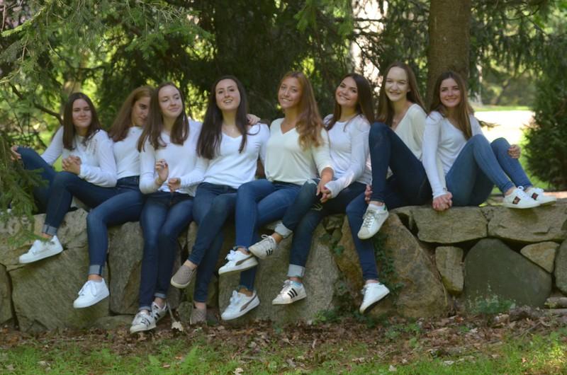 Julia Friend Group Pics - 61 of 308.jpg