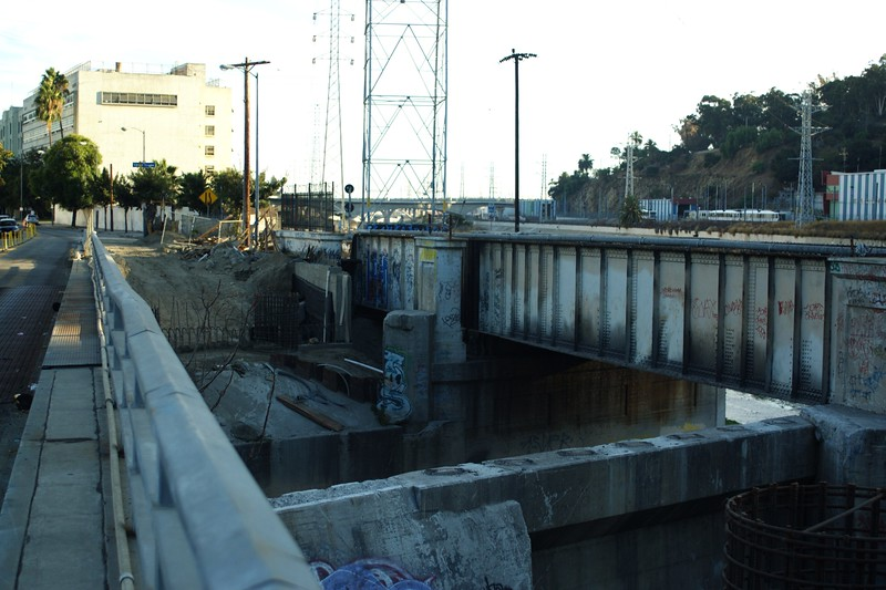 ConfluencePark023-BridgesAndConstruction-2006-10-04.jpg