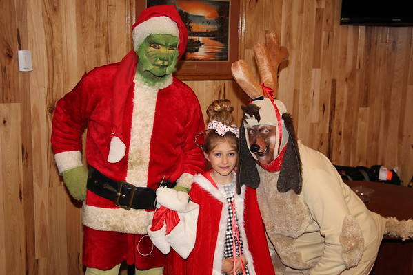 '18 Santa & The Grinch Visit Middlefield!