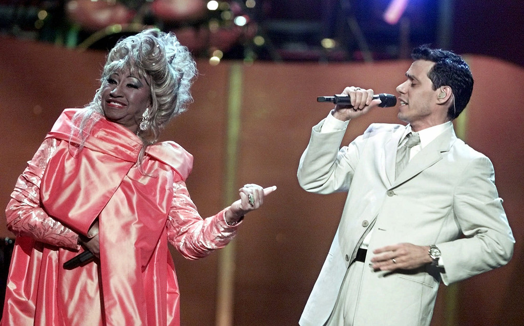 ". Celia Cruz and Marc Anthony perform during the ""VH1 Divas 2001: The One and Only Aretha Franklin\"" Tuesday, April 10, 2001, in New York. (AP Photo/Suzanne Plunkett)"
