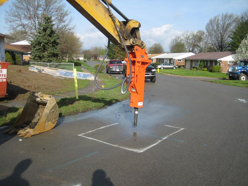 NPK GH3-2 hydraulic hammer.jpg
