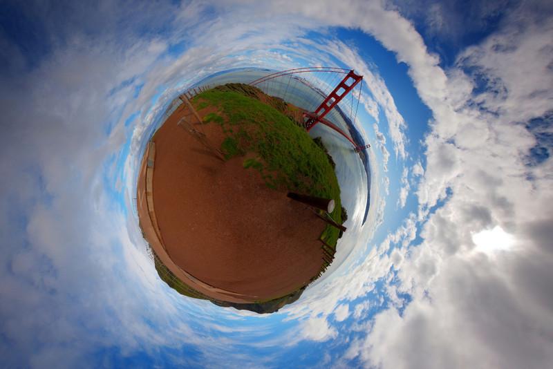 Golden Gate panorama 2 stereo planet.jpg