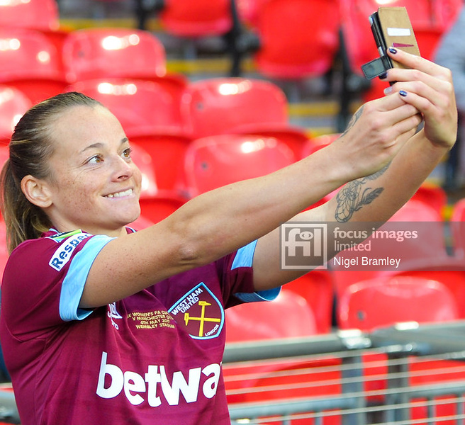 FIL MAN CITY WOMEN WEST HAM WOMEN 37
