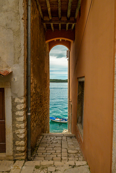 boat through tunnel in rovinj.jpg