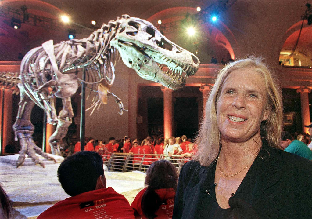 """. CHICAGO, UNITED STATES:  Fossil hunter Sue Hendrickson smiles at the unveiling of the Tyranosaurus rex skeleton \""""Sue\"""" that Hendrickson discovered and bears her name at the Field Museum of Natural History in Chicago, Illinois, 17 May, 2000. The museum spent nearly two years preparing the fossil which is the largest and best preserved T. Rex specimen ever uncovered.      (JOHN ZICH/AFP/Getty Images)"""