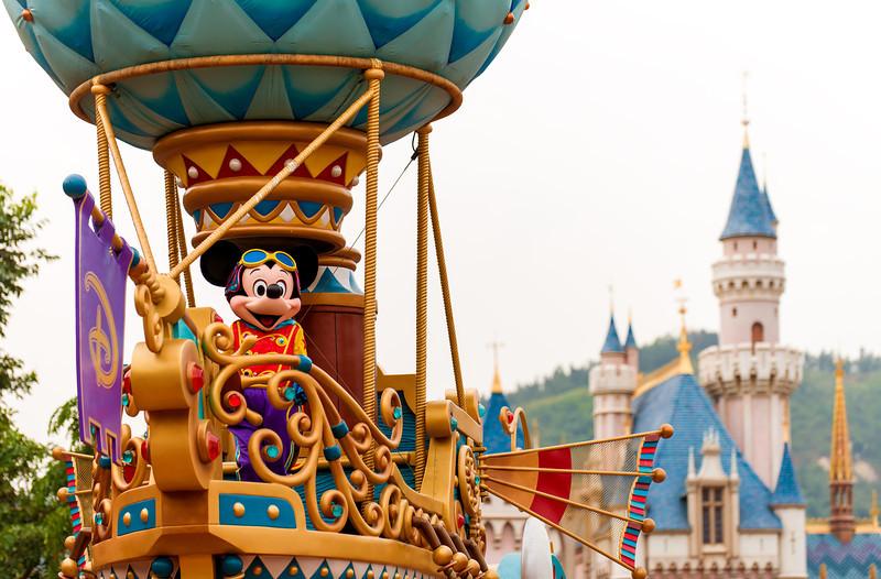 flights-fantasy-parade-mickey-balloon.jpg