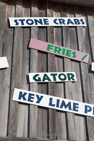 9207Sign of authentic Everglades fare