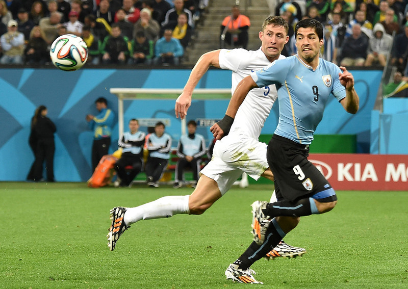 . England\'s defender Gary Cahill (L) vies with Uruguay\'s forward Luis Suarez  during a Group D football match between Uruguay and England at the Corinthians Arena in Sao Paulo during the 2014 FIFA World Cup on June 19, 2014.  (LUIS ACOSTA/AFP/Getty Images)