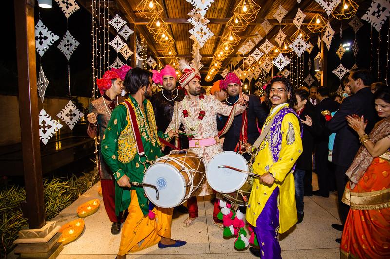 Candid Wedding Photographer Ahmedabad-1-166.jpg