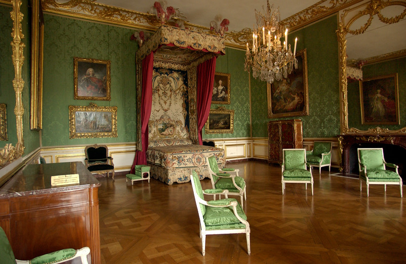 DSC_0935Versaille Queens bedroom.jpg