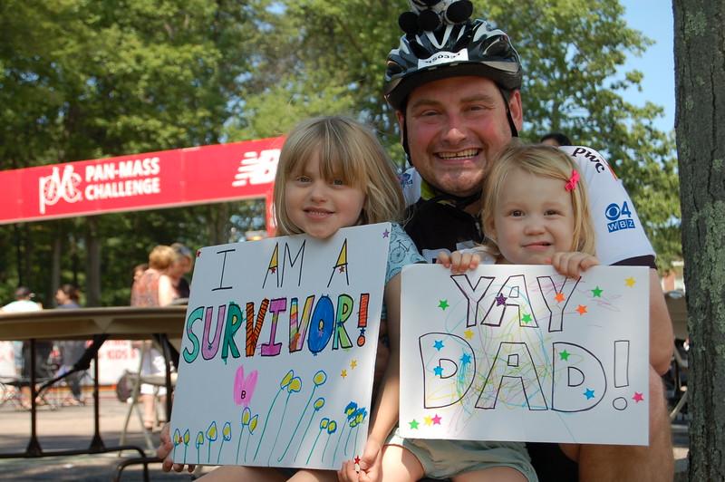 Sun-Wellesley-Adorable-dad-daughter-signs-CK0101jpg.jpg