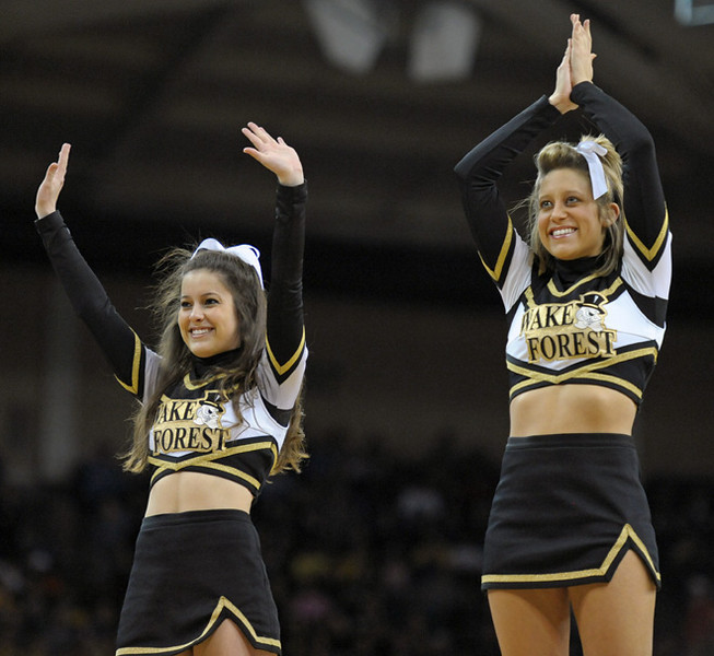 Deacon cheerleaders 03.jpg