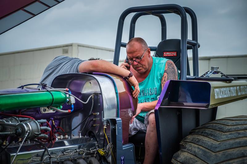 Tractor Pulling 2015 XE2-2504.jpg